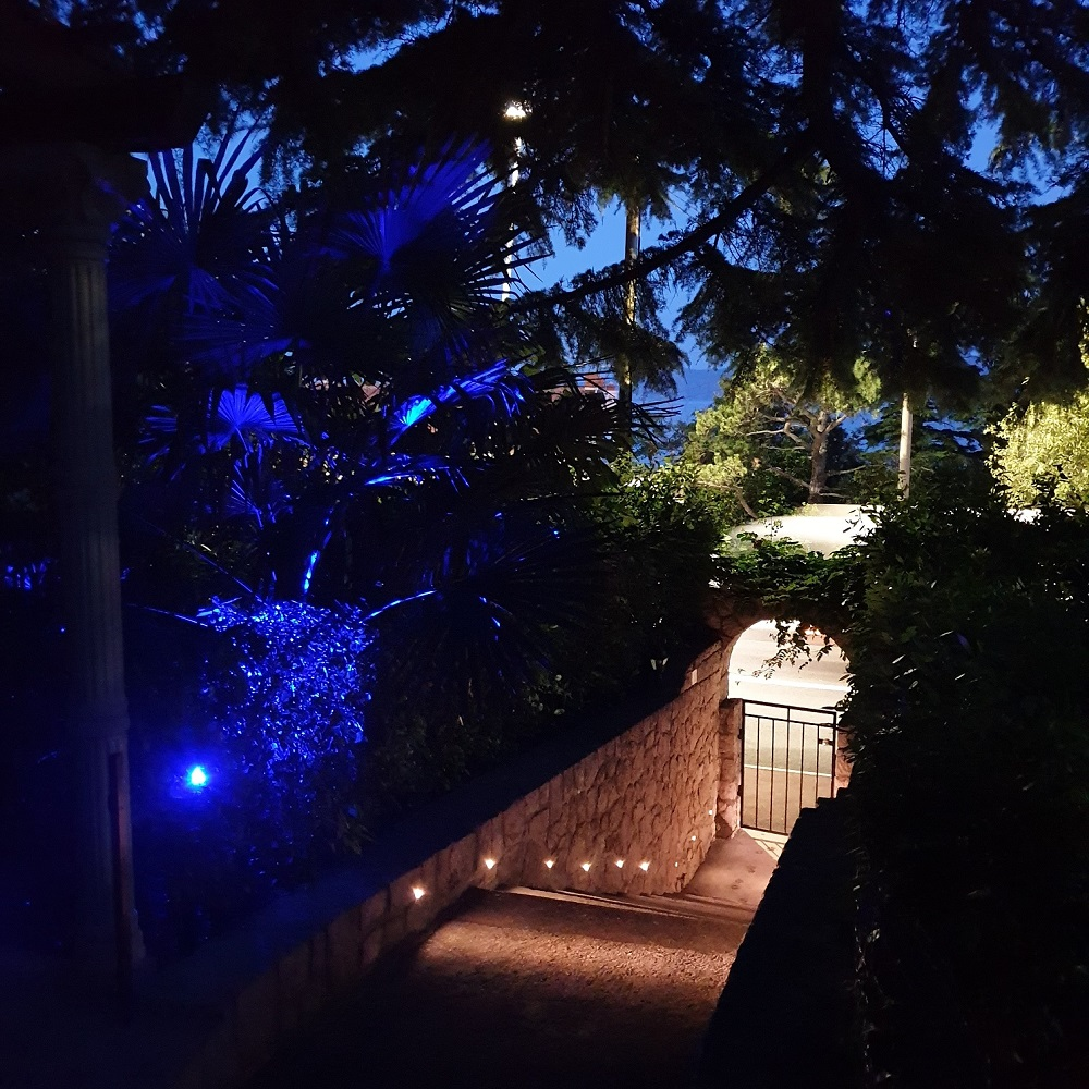 iluminacija-vrt-Apartments-Novi-Vinodolski