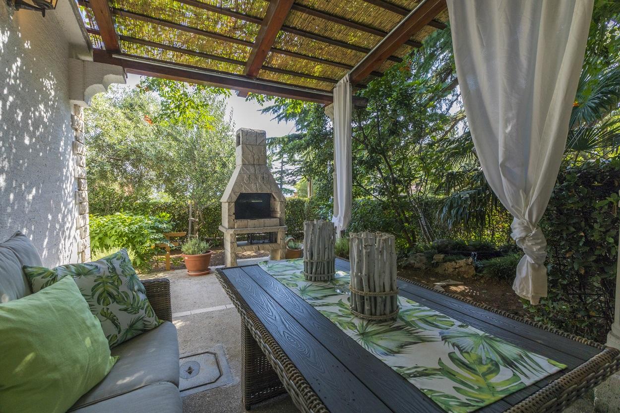 grill-yard-holiday-apartment-novi-vinodolski-villa-laurus