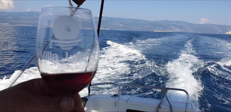 boat-ride-apartments-sea-laurus
